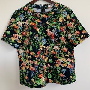🌺Scuba Floral Boxy Style Top with Zipper!🌺